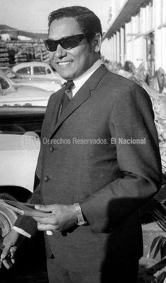 """El cantante Felipe Pirela. Conocido tambien como """"El Bolerista de america"""". Caracas, 03-02-1968 (ARCHIVO EL NACIONAL)"""