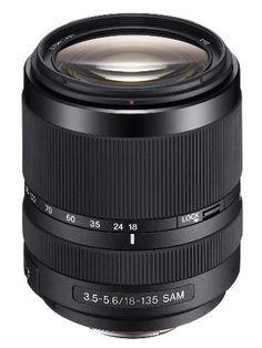 O modelo SAL18135 com foco manual direto, cobre as distâncias focais mais comuns de 18-135 mm,  é a lente final para viagens e fotografia urbana.
