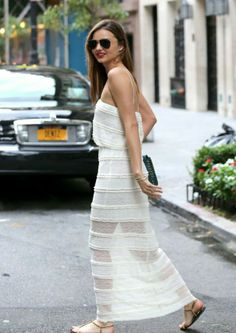 Miranda throwing some stunning around #offduty in NYC. #MirandaKerr