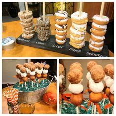 Donut display- turn this into a grooms cake idea! Donut-Display – verwandeln Sie dies in eine Bräutigam-Kuchen-Idee! Donut Birthday Parties, Birthday Brunch, Dessert Bars, Dessert Table, Donuts, Party Buffet, Breakfast Buffet, Breakfast Cake, Sweet Treats