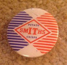 SMITHS CRISPS vintage original 1950s 1960s promotional tin pin BADGE
