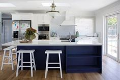 house rules 2018 mel and dave reveal hamptons kitchen Die Hamptons, Hamptons Style Decor, Hamptons Living Room, Coastal Living Rooms, Big Kitchen, Kitchen Design, Kitchen Ideas, Kitchen Inspiration, My House Rules