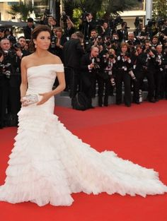 Eva Longoria. If anyone could pull this off it would be her. Alas, even Eva can't pull this dress off.