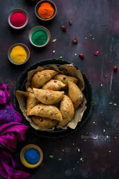 Mawa Gujiya (Mawa Karanji) popular during Holi. Mawa Gujiya rich delicious in taste. Mawa Gujiya packed with dried fruits, coconut and milk solids (Mawa). Holi Recipes, Alcohol Recipes, Indian Dessert Recipes, Indian Sweets, Food Garnishes, India Food, Food Festival, Food Presentation, Food Pictures