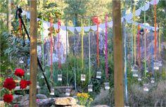 decoracion-alegre-jardin-cintas-colores-velas