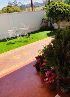 A side garden with e