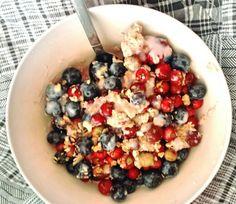 Arándanos,  murtilla, granola y yogurt... (desayuno - breakfast)