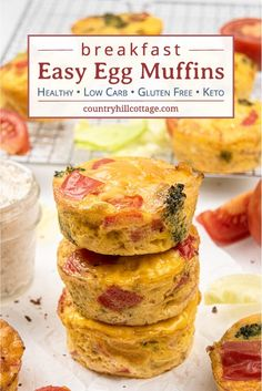 Easy Egg Muffins – Healthy/Low Carb Breakfast Muffin Recipe See how to make easy vegetarian egg muffins! Healthy make-ahead frittata muffin cups are greatr for Healthy Low Carb Breakfast, Breakfast Cups, Healthy Muffins, Sausage Breakfast, Breakfast For Kids, Frittata Muffins, Frittata Recipes, Low Carb Eier Muffins, Mini Egg Muffins
