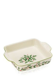 Take seasonal recipes from oven to table in grand style with the Lenox Holiday Square Baker, crafted of durable hand-painted porcelain. Porcelain Ceramics, China Porcelain, Painted Porcelain, Christmas China, Ancient China, Kitchen Essentials, Dinnerware, Holiday, Ovens