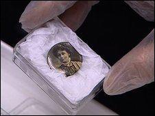 Suffragette button badge