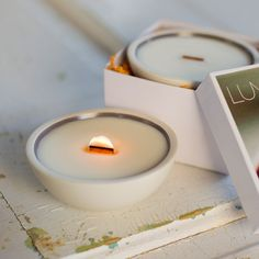 Pure soy candle with essential oils. SPA (sweet birch, cedar, black pepper, orange). Wood wick and artisan porcelain.