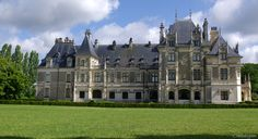 château Menetou-Salon. Centre French Architecture, Beautiful Architecture, French Castles, Villa, Castle House, Beautiful Castles, French Chateau, France, Classic House