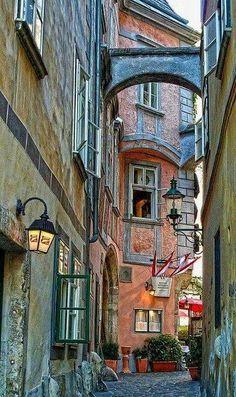 Alley in Viena, Austria