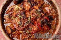 Мясо по-грузински - очень вкусное. Я готовила его в специальной глиняной сковородке, которая называется кеци. Еда, приготовленная в ней, отличается особенным вкусом и тем, что долго остается горячей. Кеци широко распространены в Грузии, там в них готовят различную еду, и даже пекут хлеб.