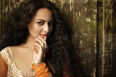 Namrata Singh and Bollywood, Vogue India December 2010 Dior Lip Plumper, Beauty Flash, Bollywood, Orange Lipstick, Metallic Eyeshadow, Dewy Skin, Vogue India, Sonakshi Sinha, Lip Liner