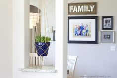 10 Ridiculously Simple Macrame Plant Hangers: This simple macrame plant holder can fit in any nook of your home Crochet Plant Hanger, Rope Plant Hanger, Macrame Plant Holder, Macrame Plant Hangers, Macrame Curtain, Rope Crafts, Diy And Crafts, Diy Home Decor, Diy Decoration
