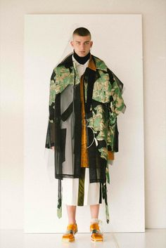 Antwerp Fashion Department graduate Sanan Gasanov created an elaborate triple-award winning couture collection, which incorporated 15 fabrics in each piece. High Fashion, Fashion Show, Mens Fashion, Fashion Trends, Gothic Fashion, Essentiels Mode, Deconstruction Fashion, Mode Costume, Moda Masculina