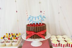 Love this Kit Kat cake! #cake #kitkat