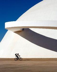 Oscar Niemeyer plasmó llenó de curvas la ciudad de Brasilia, entre 1957 y 1963. (Foto: Archivo EL UNIVERSAL)