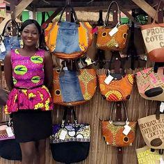 Danielle notre charmante hôtesse vous attends jusqu'à dimanche 12 mars à hyper hayat zone 4 African Inspired Fashion, African Print Fashion, African Fashion Dresses, African Shop, African Wear, Fashion Wear, Fashion Bags, African Accessories, African Jewelry