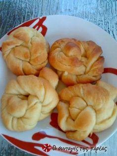 Τέλεια κομπάκια, μοιάζουν με κρουασανάκια σιροπιαστά, ιδανικά για πρωινό και συνοδευτικό του καφέ!