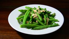 Garlic Beans with Toasted Almonds - fantastic side dish for any main, the beans are lightly blanched and tossed in a garlic and horseradish dressing