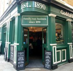 Want to find traditional London food? How about pie and mash? Or maybe pie mash liquor and hot eels. Jellied eels also available at this shop in London. Jellied Eels, Pie And Mash, Pie Shop, Best Meat, London Food, London Restaurants, Fish And Chips, Nightlife Travel, London Travel