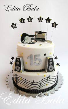 Music & gouitar themed cake ♥♥                                                                                                                                                     More