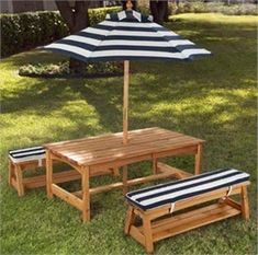 Kidkraft Octagon Table & Stools With Striped Umbrella