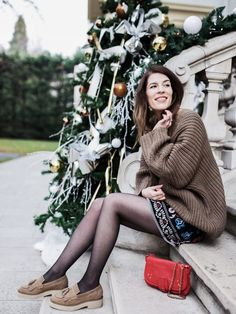 Winter folk  Pull loose maille knit knitwear Romwe  Jupe skirt Shein embroided  Colliers necklaces gold By Opaline  Mocassins moccasins Asos plateform Bohemian gyspy boho look style outfit  Ombre hair