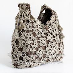 Beautiful crochet motifs shoulder bag crochet pattern / tutorial with step-by-step pictures, written instructions and charts.