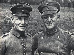 Erwin Rommel pendant la 1ère guerre (à gauche). Erwin Rommel during the first war (left).
