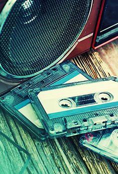 """Kasety magnetofonowe to relikt przeszłości? """"Sprzedajemy ich najwięcej od 46 lat"""". http://tvn24bis.pl/tech-moto,80/kasety-magnetofonowe-sprzedaja-sie-swietnie,574232.html"""