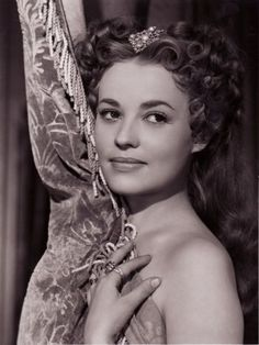 Portrait of Jeanne Moreau in La reine Margot directed by Jean Dréville, 1954 Jeanne Moreau, Catherine Deneuve, Classic Hollywood, Old Hollywood, Jules And Jim, Divas, Jeanne Crain, Louise Brooks, Actrices Hollywood
