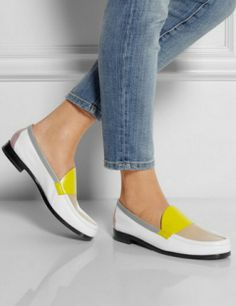 10 Spring Loafers Chic Enough To Kick Winter Out Of Town I love these they are just tooo cute Penny Loafers, Leather Loafers, Best Winter Boots, Bowling Shoes, Pierre Hardy, Weekend Style, Sock Shoes, Flat Shoes, Shoe Closet