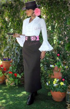 Spanish style – Mediterranean Home Decor Spanish Dress, Spanish Style, Classy Outfits, Pretty Outfits, Turbans, Spanish Fashion, Mexican Dresses, Classy Women, Dance Outfits