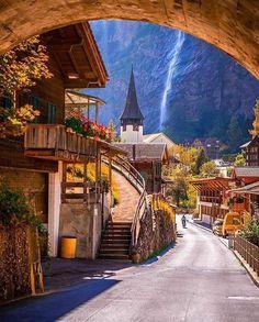 Lauterbrunnen, Suíça Foto por @christofs70 #fotografia #fotografias #arte #suiça #viagem #viagens #viajando #turismo #turistando #turista #desbravandoomundo #artes #arquitetura #olhaissopapelpop #achadosdasemana #galaxya5