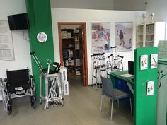 Ortopedica în Cluj-Napoca - aici vă puteți consulta cu specialiștii noștri, care vă pot da cel mai bun sfat in alegerea produsului potrivit: ciorapi medicinali, papuci medicinali, genunchiere, burtiere, orteze, saltea antiescare, scaun cu rotile, guler cervical, brâu, cadru de mers, încălțăminte ortopedică, talonete, cârje, lombostat, orteze, proteze, infiltrații vâscoelastice, corsete, proteze mamare, glezniere, diferite tipuri de fașă elastică și multe altele.