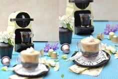"""Bonjour, les gourmands ! Je continue dans ma lancée et vous propose aujourd'hui une nouvelle recette aux arômes de café, suite aux crèmes dessert que je vous présentais lundi. Cette fois-ci, il s'agit d'un """"vrai"""" café surmonté de chantilly toute légère..."""