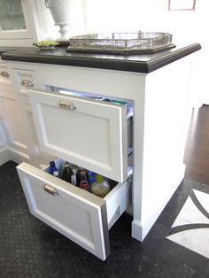 Love these beverage drawers...but I am crazy about the floor...this would be perfect in my CT house.