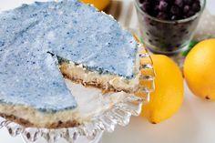 Vit chokladmoussetårta med citron, kokos och blåbär