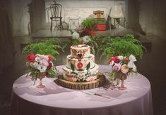 Woodland wedding cake   photo by The Weaver House   design by Bash, Please   100 Layer Cake