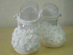 By Sapatinho De Croche Com Perolas E Flores - R$ 25,00 em Mercado Livre