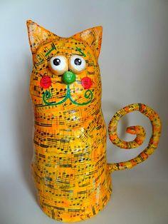 Make Santa or Snowman. Same technique. Paper Mache Projects, Paper Mache Clay, Paper Mache Sculpture, Paper Mache Crafts, Sculpture Art, Art Projects, Paper Mache Animals, Papier Diy, Cat Quilt