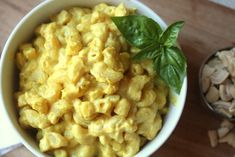 If you are looking for the best vegan mac and cheese recipe around, we've got you covered. These 5 vegan mac and cheese recipe are full of flavor. Vegan Foods, Vegan Dishes, Vegan Vegetarian, Vegetarian Recipes, Vegan Meals, Fit Foods, Healthy Recipes, Raw Vegan, Delicious Recipes