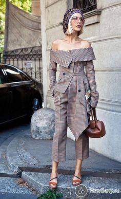 Street style at Milan Spring-Summer Fashion Week 2019 - Street Style 💕 Look Fashion, Street Fashion, Fashion Outfits, Womens Fashion, Fashion Design, Fashion Trends, Milan Fashion, Funky Fashion, Street Style 2018