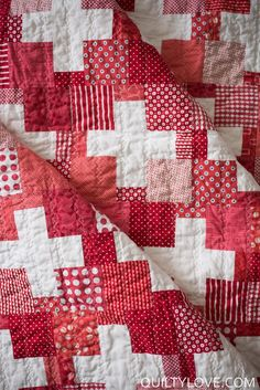 Red Scrappy Swiss Plus Quilt - Quilty Love Scrappy Quilts, Baby Quilts, Diy Quilting, Star Quilts, Quilting Ideas, Granny Square Quilt, Walking Foot Quilting, History Of Quilting, Plus Quilt