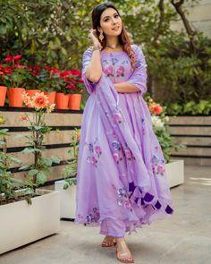 Handblock Suit set - Buy handblock suit set at Aachho. We have a wide range of handblock printed and Gotta Pati Suit Sets. Pakistani Fashion Casual, Pakistani Dress Design, Indian Fashion, Dress Indian Style, Indian Dresses, Indian Outfits, Indian Wear, Embroidery Suits Punjabi, Embroidery Suits Design
