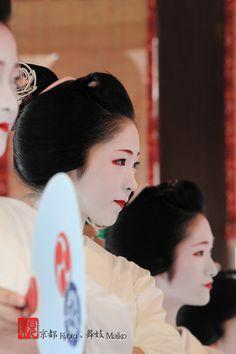 Maiko 祇園祭 花笠巡行 奉納舞踊 Yasaka Shrine , Kyoto , Japan