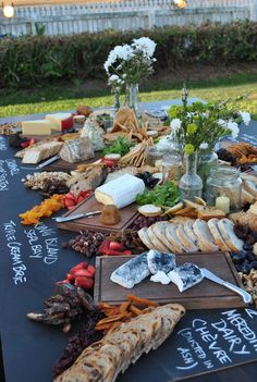 Food Trends 2017 - Informal Sharing Boards and Food Stations Cheese Board (Cheese Table) Food Platters, Cheese Platters, Antipasto, Charcuterie And Cheese Board, Cheese Boards, Charcuterie Platter, Wedding Food Stations, Gourmet Breakfast, Breakfast Crockpot